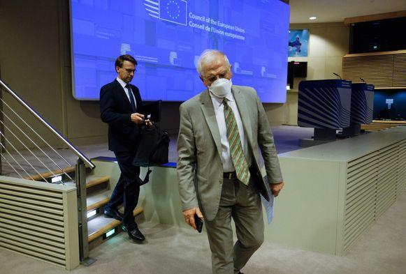 De Hoge Vertegenwoordiger voor het Europees buitenlandbeleid Josep Borrell, met een mondmasker.