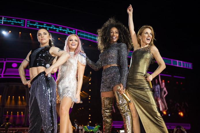 Les Spice Girls, lors de leur concert à Londres, le 16 juin.