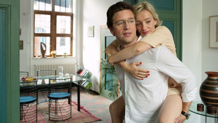 Koen de Graeve als wetenschapper die teruggaat in de tijd om zijn vriendin te redden van een auto-ongeluk, waarbij deze het gevoel in haar benen verliest. Beeld kos