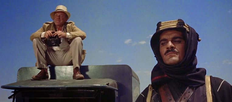 Jackson Bentley: 'What is it, Major Lawrence, that attracts you personally to the desert? T.E. Lawrence: 'It's clean.' Beeld RV