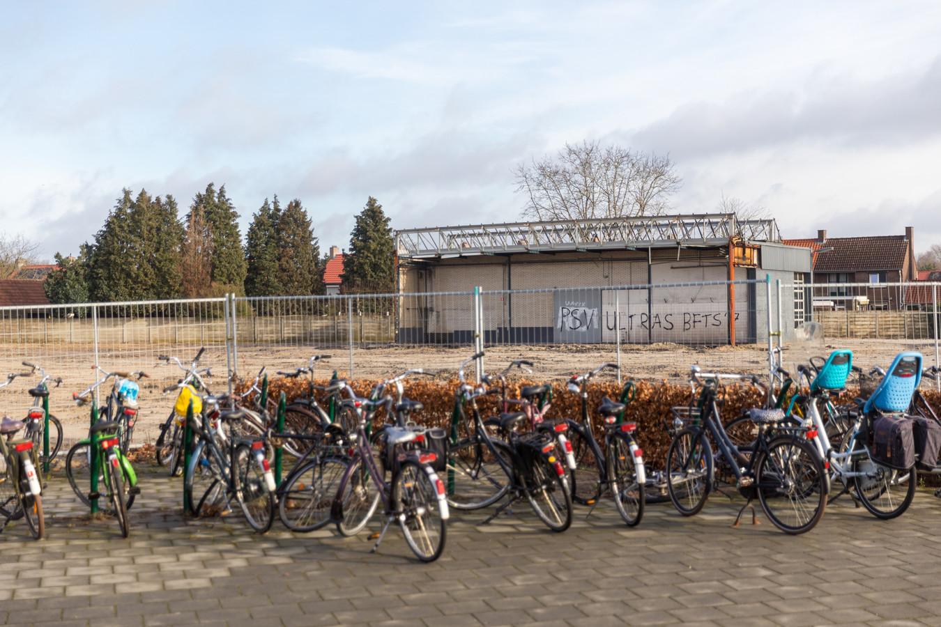 Op het voormalige terrein van de Opel-garage van Driessen Autogroep in Valkenswaard wordt in de toekomst een appartementencomplex gebouwd.
