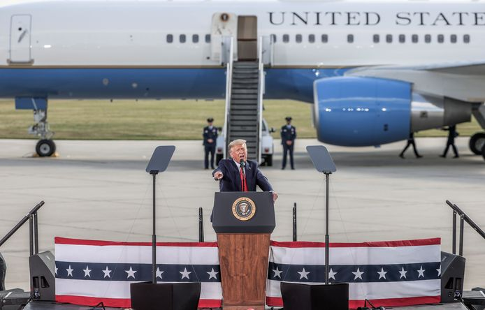 De Amerikaanse president voor Air Force One.
