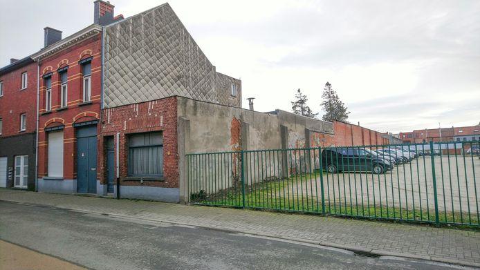 De stad koopt dit huis in de Dalstraat aan om het Politiehuis uit te breiden.