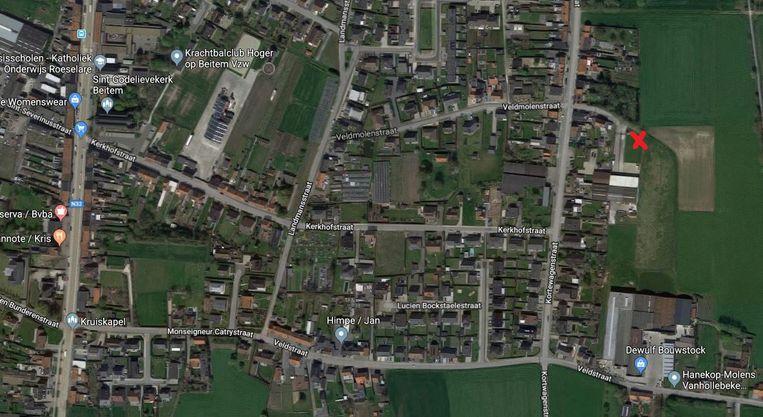 Het rode kruisje geeft aan waar de zendmast gebouwd zou worden.