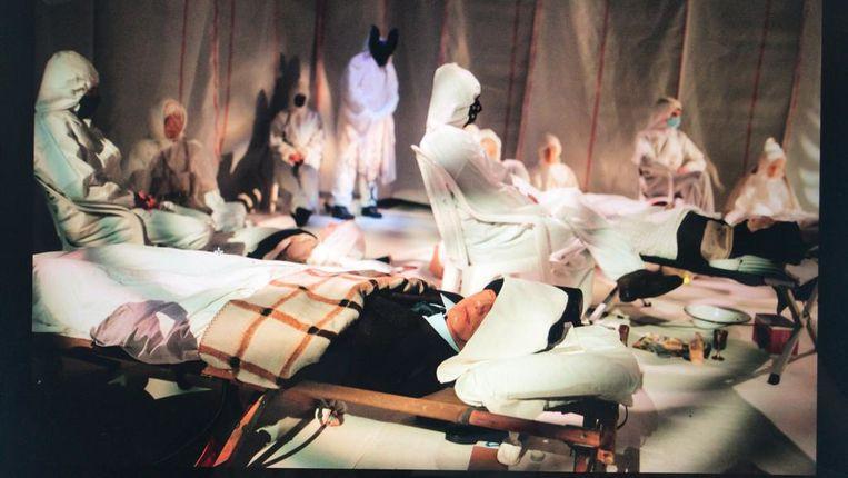 Installatie Fremdkörper: geïnspireerd op slaapgebruiken van oud-Griekse wetenschappers. Net als bij een bijna-doodervaring, redeneert Boogaerdt, ben je tijdens je slaap in een andere soort staat van zijn. Beeld Mark Bolk