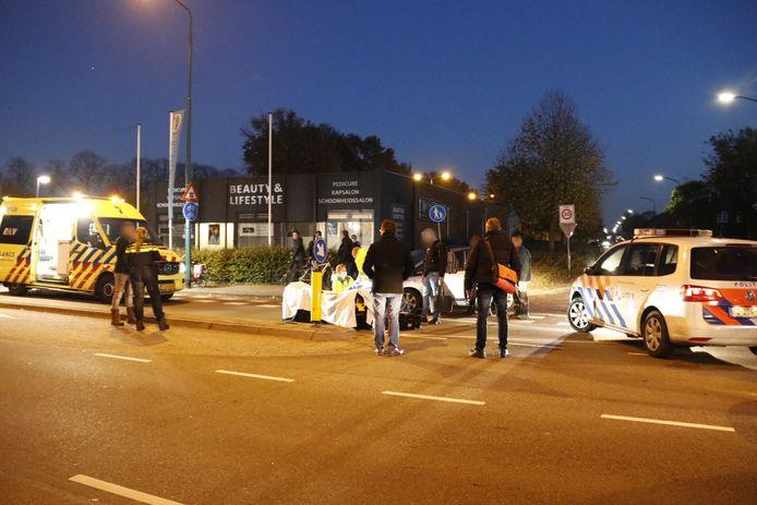 Hulpdiensten op de locatie van het ongeluk in Boxmeer, vrijdagmiddag.