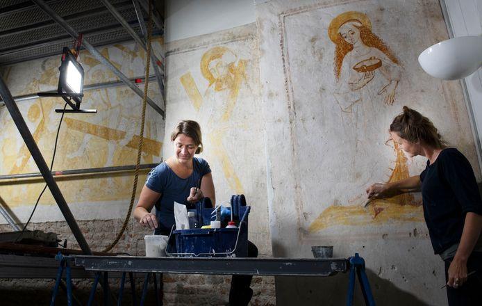Bouwhuis en Journée aan het restaureren n Buurmalsen