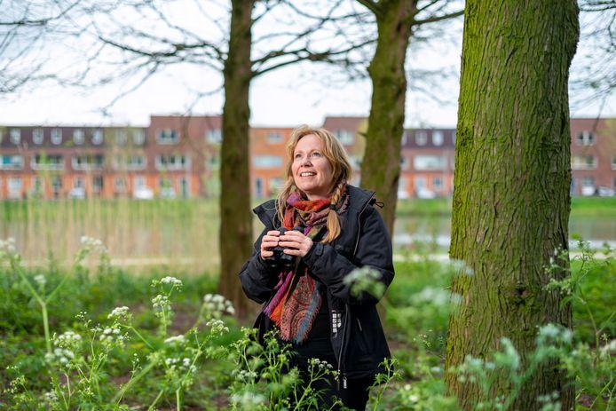 Elvira Werkman geniet in haar eigen wjk Schuytgraaf in Arnhem van de natuur en maakt daar anderen deelgenoot van in haar fotoboek The Corona Walks.