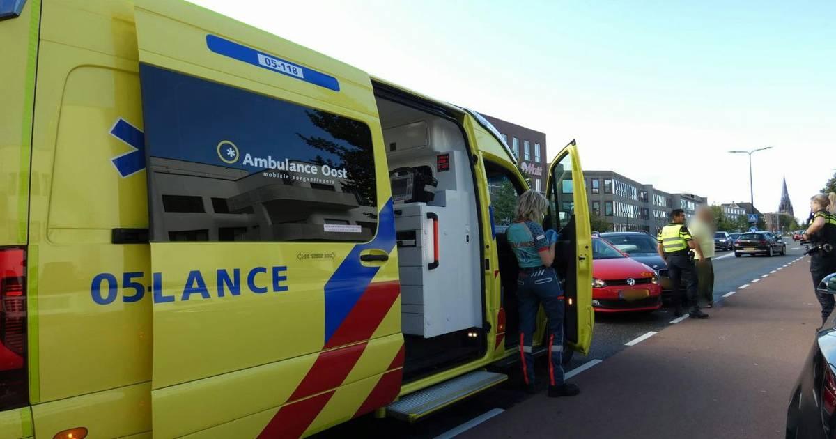 Oldenzaalsestraat deels afgesloten na ongeval in Enschede.