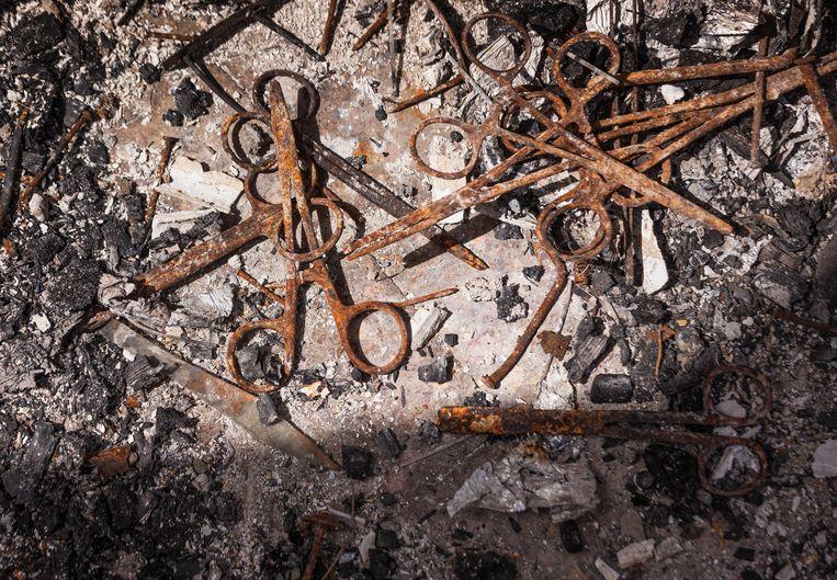 De verbrande inventaris van het Ataye health center. Beeld Petterik Wiggers