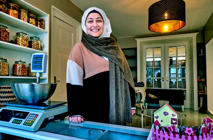 Alaa Sari in haar zaak met Syrische specialiteiten, Elena Delights.