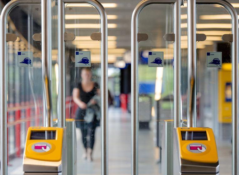 Toegangspoortjes op het station in Woerden. Beeld anp