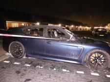 Peperdure Porsche brandt uit, getuigen zien man wegrennen