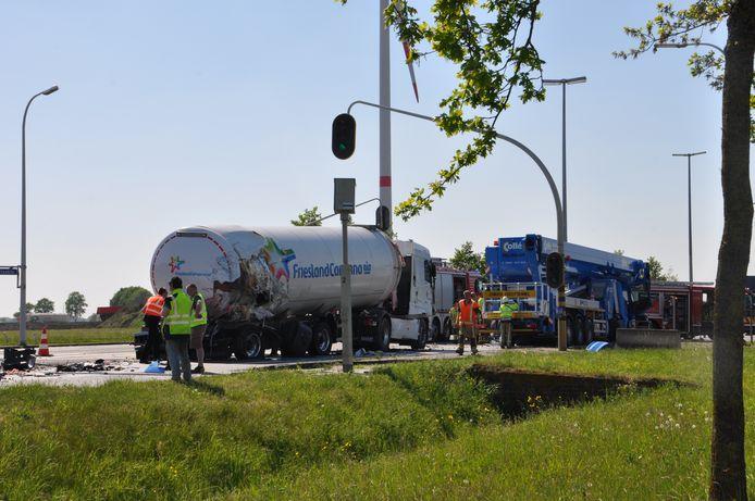 Kraanwagen rijdt in op file in Oosteeklo.