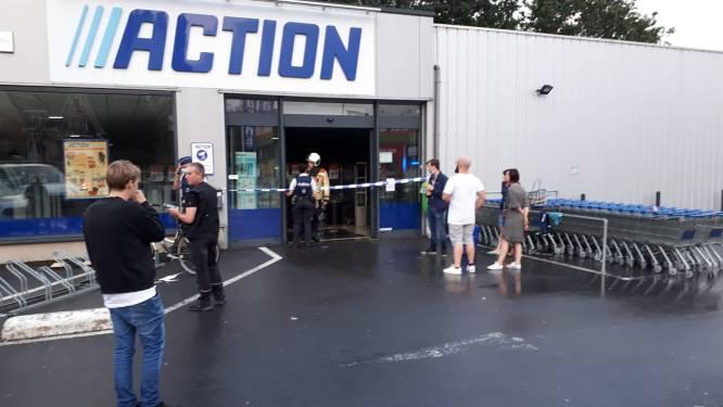 """Dak Action begeeft het onder inbeukende regen: """"Tien minuten eerder nog heel wat klanten aanwezig"""""""