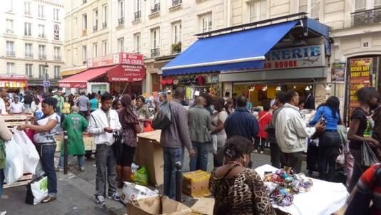 De Afrikaanse markt Chateau Rouge in Parijs, waar het vlees gekocht werd.