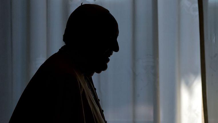 Het silhouet van Paus Franciscus. Beeld AFP
