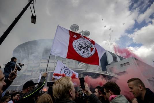 Supporters van Ajax vieren na het duel met FC Emmen bij de Johan Cruijff ArenA de 35ste landstitel uit de clubhistorie.