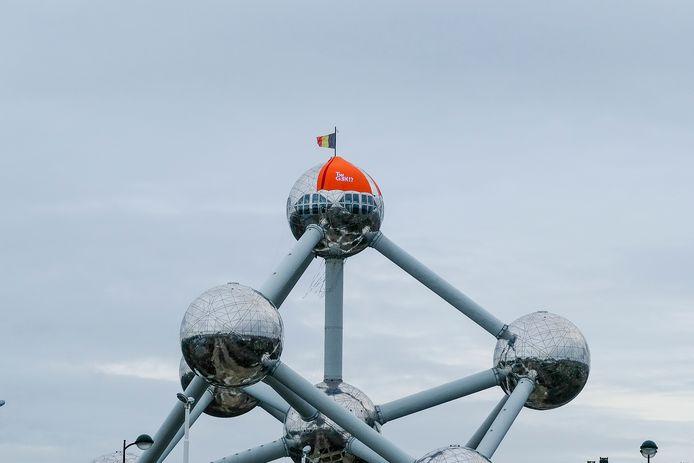 Het Atomium heeft een muts op.