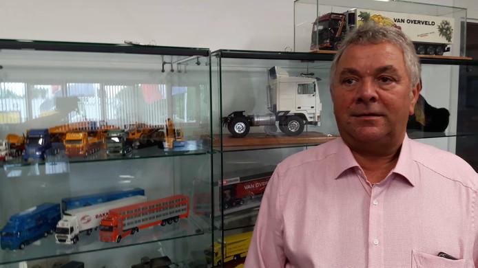 Oprichter Gert van Overveld van Transport Van Overveld uit Etten-Leur. Achter hem een verzameling schaalmodellen van vrachtwagens. Het bedrijf vierde in 2018 het dertig-jarig bestaan.