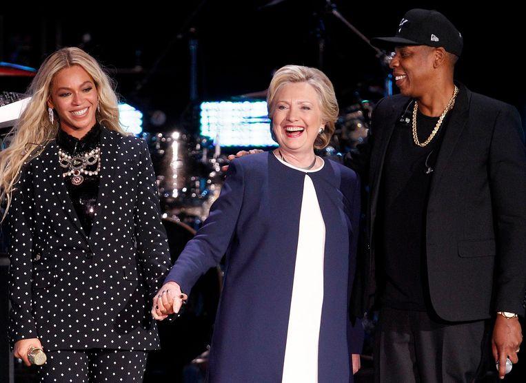 Democratisch presidentskandidate Hillary Clinton tussen Beyonce en Jay Z. Beeld EPA