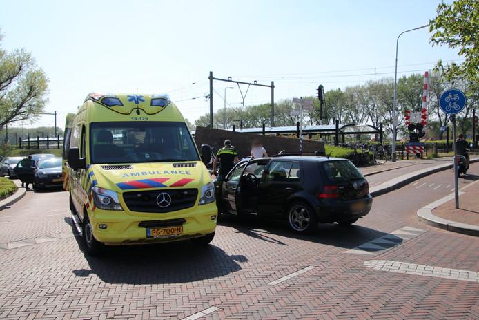 Bij een aanrijding tussen een auto en een fietser in Oost-Souburg, is de fietser gewond geraakt.