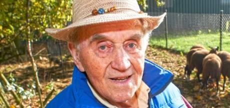 Jan van der Avoird (93) overleden: straaljagerpiloot, oud-wethouder Uden én kangoeroefokker