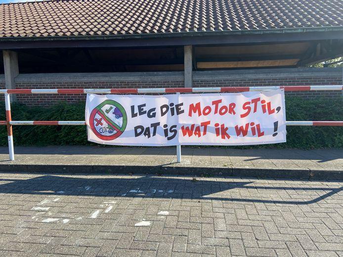 De banners hebben een duidelijke boodschap
