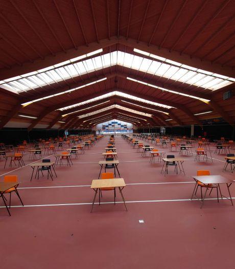 Leerlingen Picasso Lyceum maken examens in partycentrum Dekker