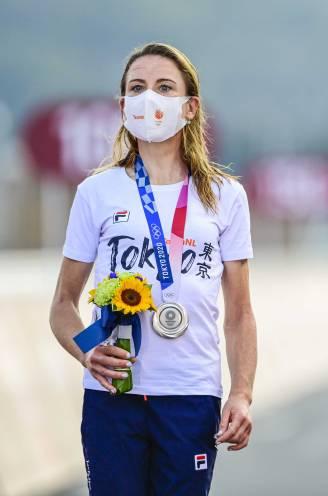 """""""Ik wist wél dat er nog iemand voorop was"""": tegenstrijdige berichten uit Nederlands kamp na fiasco in wegrit, amateurrenster Kiesenhofer pakte goud"""