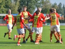 LIVE   Eindelijk een goal bij derby in Lelystad, Go Ahead Kampen stevent af op koppositie en ongelooflijk pakslaag voor Zwart-Wit'63