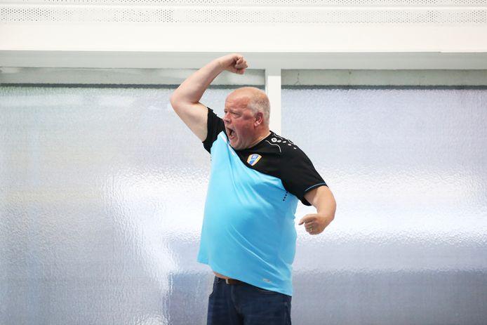 Zeno Reuten maakt zich druk aan de badrand, de coach neemt verrassend afscheid van BZC.