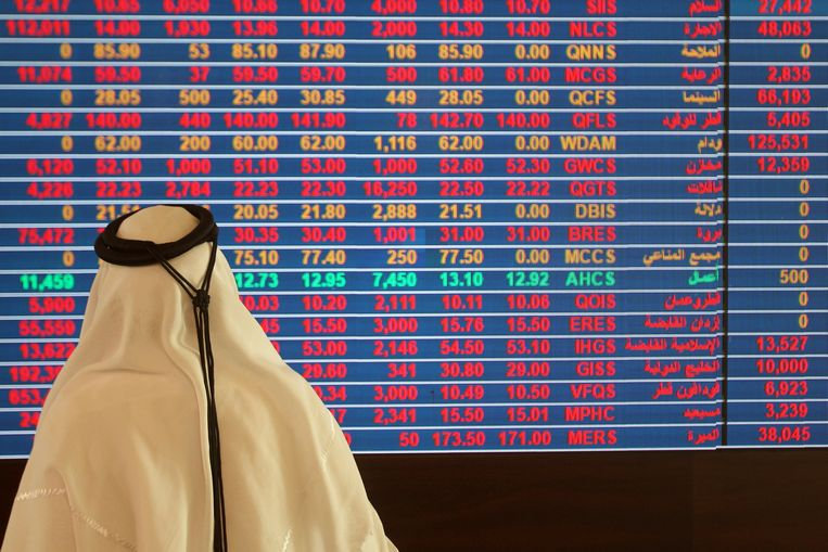 Ook in Qatar gingen de beurzen in het rood. Beeld REUTERS