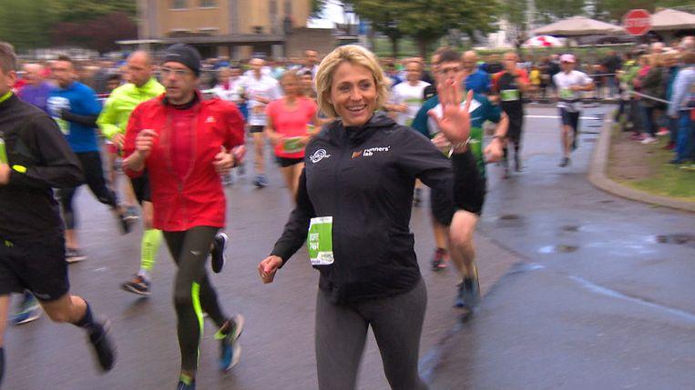 Sofie Goos nam acht maanden zwanger deel aan de 10 Miles in Antwerpen.