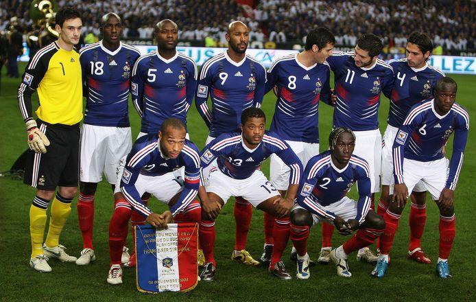 Het Franse voetbalteam, vlak voor de wedstrijd tegen de leren die hen naar het WK zal brengen