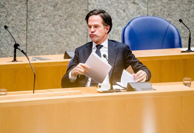 Annelies Moors en Martijn de Koning betogen dat premier Rutte de rechtsstaat schendt. Beeld Hollandse Hoogte /  ANP