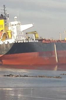 LIVE: Olietanker vastgelopen op Westerschelde na aanvaring