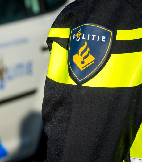 Bestuurder van auto onwel in Barendrecht, ramt gevel van woning