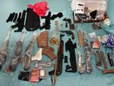 Operatie Alfa: zware vuurwapens gevonden in verborgen ruimte in busje bij bedrijf in Oss
