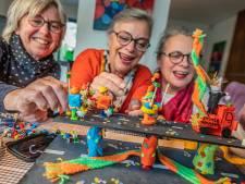 Toch d'n Opstoet in Kruikenstad: met een plastic prins en Playmobil-publiek
