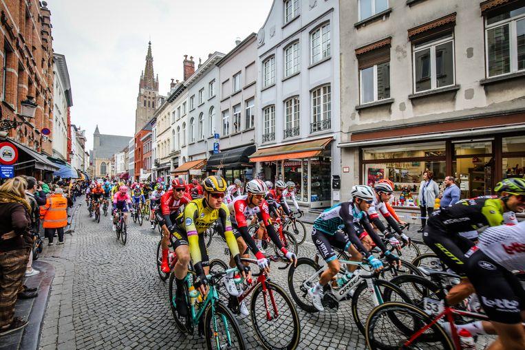 Brugge start 3 daagse De Panne: doortocht in de Katelijnestraat