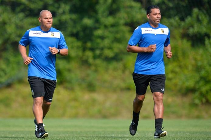Nieuwe assistent-trainer Andy Myers (l) met Vitesse-hoofdtrainer Henk Fraser (r).