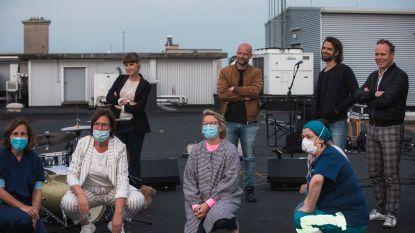 Jef Neve en muzikaal gezelschap brengen eerbetoon aan zorghelden op dak van Jessa Ziekenhuis