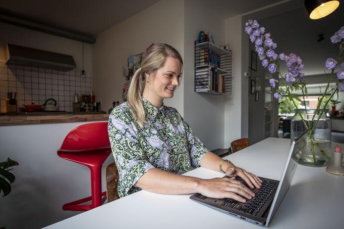 Silke Essens kreeg vorig jaar de diagnose baarmoederhalskanker. Inmiddels is ze gelukkig genezen. Om van haar af te schrijven en haar ervaringen te delen, is ze een blog begonnen: Blog met Tumor.