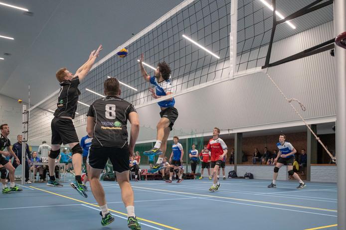 In februari speelden de volleyballers van Renswouw weer voor het eerst in de Hokhorst na de brand.