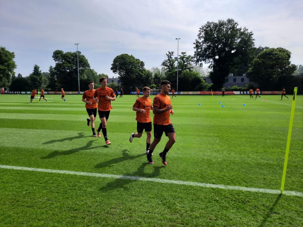 De enclave in actie op de eerste training.