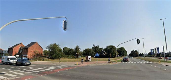 Het kruispunt van de Turnhoutse ring en de Steenweg op Oosthoven.