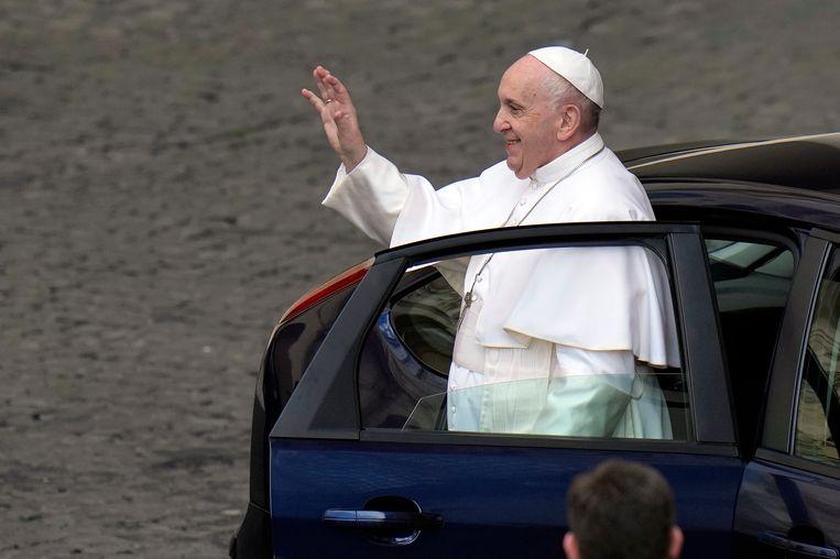 Paus Franciscus vindt dat de aartsbisschop van München en Freising door moet gaan met het 'weiden van de kudde'. Beeld AP
