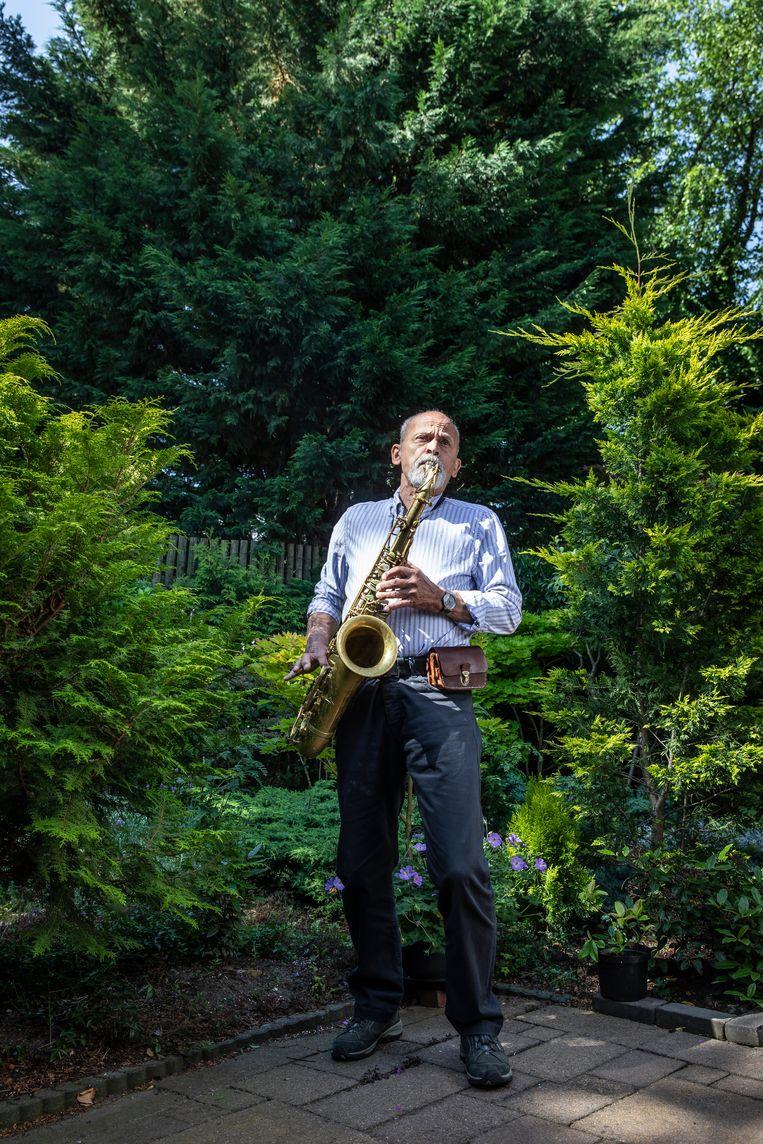Peter Krausz (80): 'Als ik saxofoon  speel, valt alles om me heen weg.' Beeld Dingena Mol