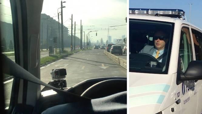 VIDEO: Bart De Wever al spookrijdend achter stuur politiecombi? Dat gaat zo
